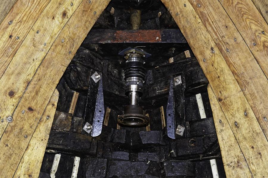 Propelleraxeln med backslag/kraftöverföring